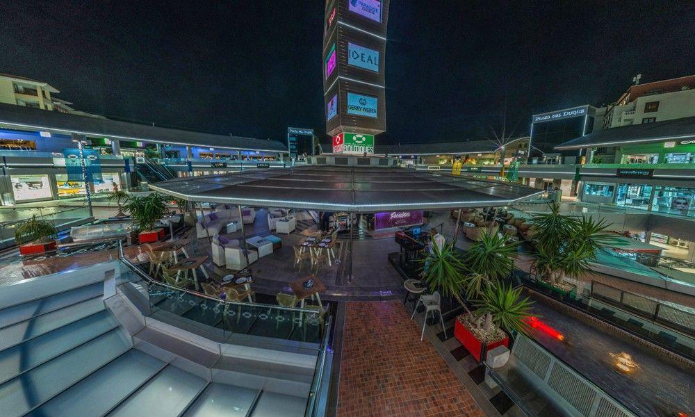 Luxury shopping center Plaza del Duque on Plaza Playas del Duque